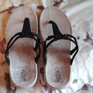 Keens new sandals size 9 1/2